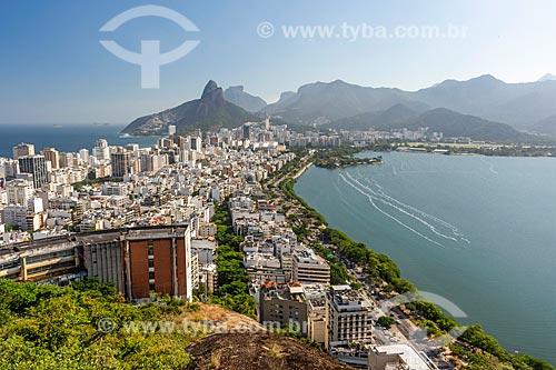 Vista do cume do Morro do Cantagalo com o Morro Dois Irmãos e a Pedra da Gávea ao fundo  - Rio de Janeiro - Rio de Janeiro (RJ) - Brasil