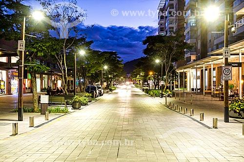 Rua no Passeio Pedra Branca durante o anoitecer  - Palhoça - Santa Catarina (SC) - Brasil