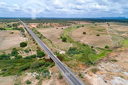 Foto feita com drone de trecho da Rodovia BR-428  - Cabrobó - Pernambuco (PE) - Brasil