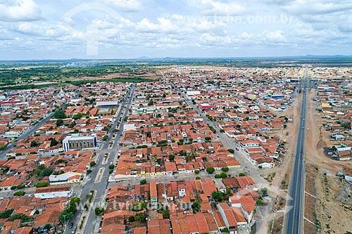 Foto feita com drone de trecho urbano da Rodovia BR-428  - Cabrobó - Pernambuco (PE) - Brasil