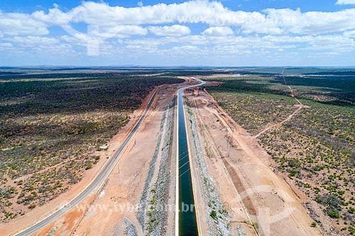 Foto feita com drone do canal do Projeto de Integração do Rio São Francisco com as bacias hidrográficas do Nordeste Setentrional - eixo leste  - Floresta - Pernambuco (PE) - Brasil