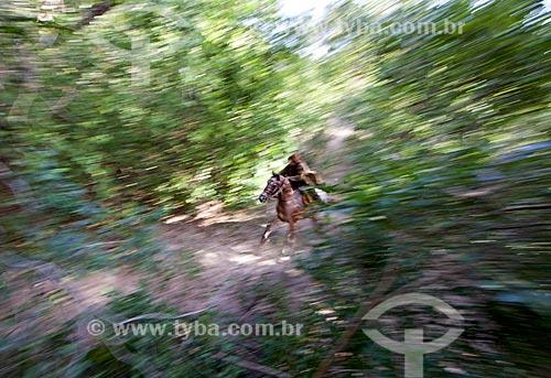 Vaqueiro durante a manifestação cultural conhecida como pega de boi no mato  - Demerval Lobão - Piauí (PI) - Brasil