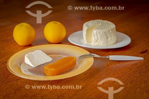 Doce de laranja com queijo Minas