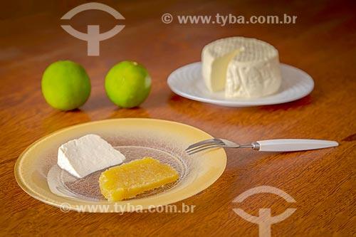 Doce de limão com queijo Minas