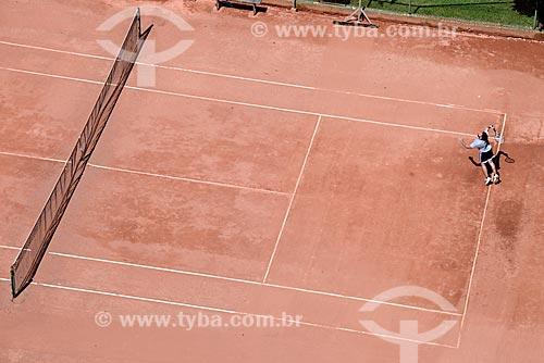 Vista de cima de jogo de tênis em quadra de saibro  - Porto Alegre - Rio Grande do Sul (RS) - Brasil