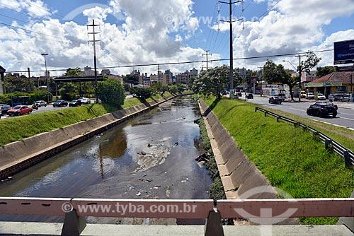 Vista do Arroio Dilúvio entre as faixas da Avenida Ipiranga  - Porto Alegre - Rio Grande do Sul (RS) - Brasil