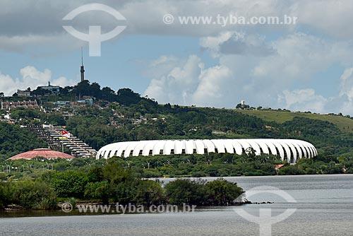 Vista do Lago Guaíba com o Estádio José Pinheiro Borda (1969) - mais conhecido como Beira-Rio - ao fundo  - Porto Alegre - Rio Grande do Sul (RS) - Brasil