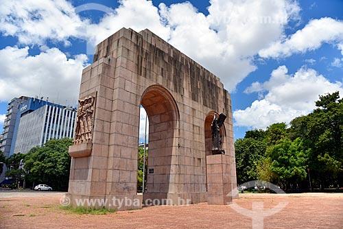 Monumento ao Expedicionário (1953) no Parque Farroupilha - também conhecido como Parque da Redenção  - Porto Alegre - Rio Grande do Sul (RS) - Brasil