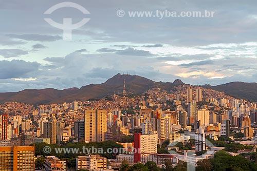 Vista geral dos bairros Santa Efigênia e São Lucas durante o pôr do sol  - Belo Horizonte - Minas Gerais (MG) - Brasil