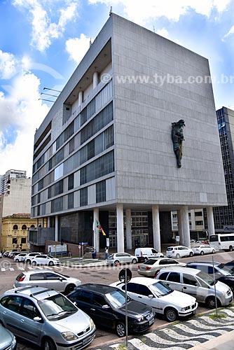 Escultura da deusa da justiça - Themis - na fachada da Palácio da Justiça (1968) - sede do Tribunal de Justiça do Estado do Rio Grande do Sul  - Porto Alegre - Rio Grande do Sul (RS) - Brasil