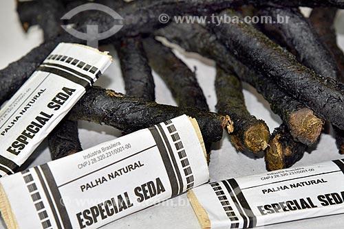 Fumo de rolo e seda à venda em loja de produtos regionais no Mercado Público de Porto Alegre  - Porto Alegre - Rio Grande do Sul (RS) - Brasil