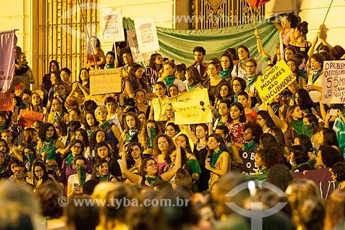Manifestação a favor do aborto em frente ao Palácio Pedro Ernesto (1923) - sede da Câmara Municipal do Rio de Janeiro  - Rio de Janeiro - Rio de Janeiro (RJ) - Brasil