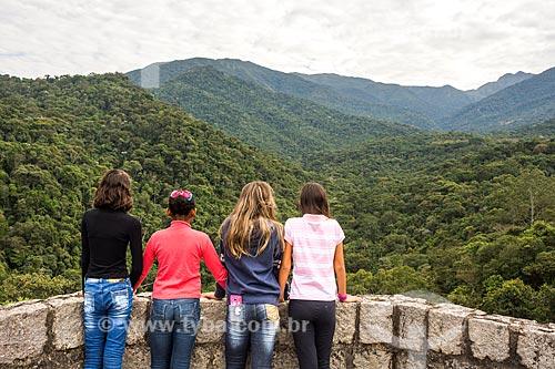 Grupo de meninas observando a paisagem do Parque Nacional de Itatiaia  - Itatiaia - Rio de Janeiro (RJ) - Brasil