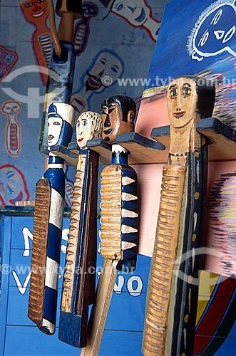 Casacas - instrumento musical de madeira também conhecido como reco-reco de cabeça - do artista Mestre Vitalino  - Vila Velha - Espírito Santo (ES) - Brasil