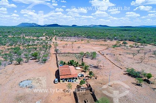 Foto feita com drone de fazenda na beira do Reservatório Cacimba Nova  - Custódia - Pernambuco (PE) - Brasil