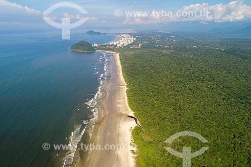 Foto feita com drone da Praia de Itaguaré com o Morro de São Lourenço ao fundo  - Bertioga - São Paulo (SP) - Brasil