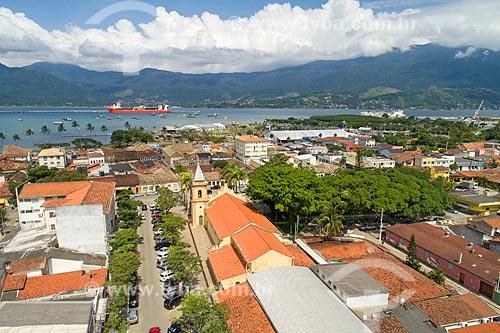 Foto feita com drone da Igreja Matriz de São Sebastião (1609) com o Porto de São Sebastião e a Ilhabela ao fundo  - São Sebastião - São Paulo (SP) - Brasil