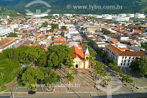 Foto feita com drone da Igreja Matriz de São Sebastião (1609) e casas do centro histórico da cidade de São Sebastião  - São Sebastião - São Paulo (SP) - Brasil