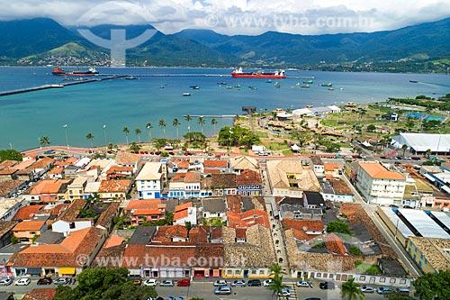Foto feita com drone do centro histórico da cidade de São Sebastião com o Porto de São Sebastião e a Ilhabela ao fundo  - São Sebastião - São Paulo (SP) - Brasil