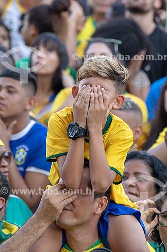 Detalhe de menino torcendo pela Seleção Brasileira no Boulevard Olímpico durante o jogo entre Brasil x Bélgica pela Copa do Mundo 2018 - jogo em que o Brasil foi eliminado  - Rio de Janeiro - Rio de Janeiro (RJ) - Brasil