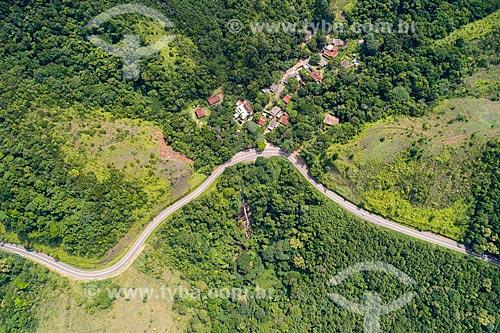 Foto feita com drone da Rodovia Doutor Manuel Hipólito Rego (SP-055) próximo ao bairro de Calhetas  - São Sebastião - São Paulo (SP) - Brasil