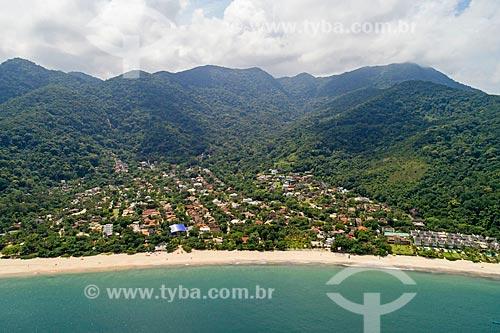 Foto feita com drone da Praia do Toque-Toque Pequeno com o Núcleo São Sebastião do Parque Estadual da Serra do Mar ao fundo  - São Sebastião - São Paulo (SP) - Brasil