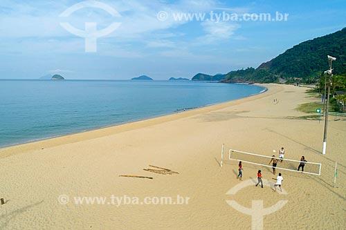 Foto feita com drone de pessoas praticando vôlei de praia na Praia de Boicucanga  - São Sebastião - São Paulo (SP) - Brasil