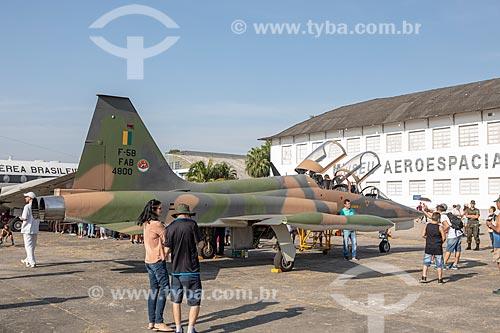 Avião caça Mirage da Força Aérea Brasileira em exibição na Base Aérea dos Afonsos durante a comemoração dos 145 anos do nascimento de Santos Dumont  - Rio de Janeiro - Rio de Janeiro (RJ) - Brasil