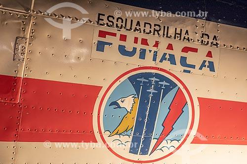 Detalhe de logo da Esquadrilha da Fumaça da Força Aérea Brasileira em avião norte-americano AT-6D Texan - usado entre 1942 e 1976 - em exibição no Museu Aeroespacial na Base Aérea dos Afonsos  - Rio de Janeiro - Rio de Janeiro (RJ) - Brasil