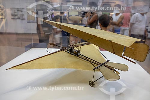 Maquete de avião com asa delta - desenhado por Santos Dumont no início do século XX - em exibição no Museu Aeroespacial (1976) na Base Aérea dos Afonsos  - Rio de Janeiro - Rio de Janeiro (RJ) - Brasil