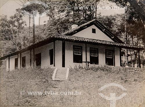 Fotografia da casa onde nasceu e onde viveu até os 2 anos de idade Alberto Santos Dumont no distrito de João Ayres, município de Barbacena (MG) - reprodução do acervo do Museu Aeroespacial  - Rio de Janeiro - Rio de Janeiro (RJ) - Brasil