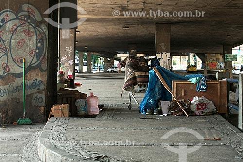 Moradores de rua abaixo do Viaduto dos Marinheiros  - Rio de Janeiro - Rio de Janeiro (RJ) - Brasil