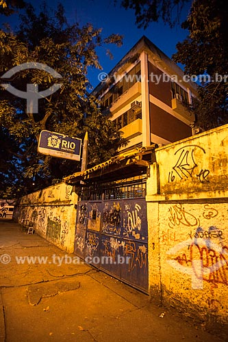 Fachada da Escola Municipal George Pfisterer em mau estado de conservação  - Rio de Janeiro - Rio de Janeiro (RJ) - Brasil