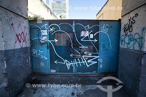 Detalhe do portão do 13º Batalhão da Polícia Militar abandonado  - Rio de Janeiro - Rio de Janeiro (RJ) - Brasil