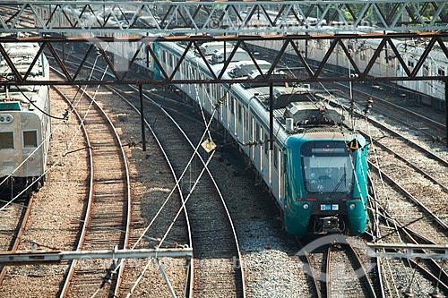 Vista de trecho da estrada de ferro da Supervia - concessionária de serviços de transporte ferroviário  - Rio de Janeiro - Rio de Janeiro (RJ) - Brasil