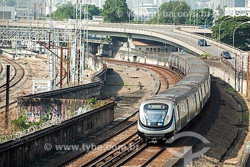 Vista de trecho da estrada de ferro do Metrô Rio  - Rio de Janeiro - Rio de Janeiro (RJ) - Brasil