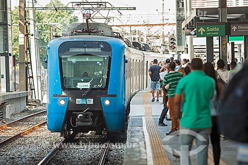 Trem chegando na Estação Maracanã da Supervia - concessionária de serviços de transporte ferroviário  - Rio de Janeiro - Rio de Janeiro (RJ) - Brasil