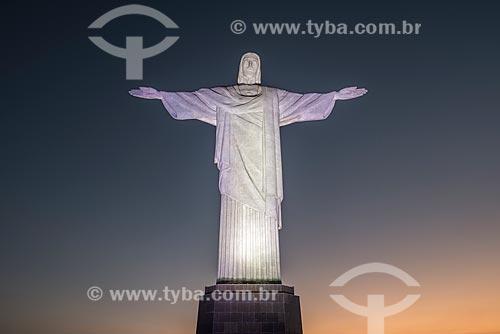 Vista da estátua do Cristo Redentor (1931) durante o entardecer  - Rio de Janeiro - Rio de Janeiro (RJ) - Brasil