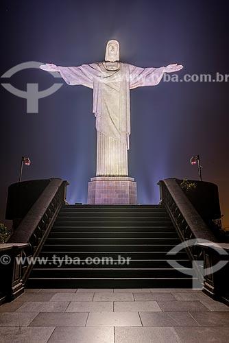 Vista da estátua do Cristo Redentor (1931) durante a noite  - Rio de Janeiro - Rio de Janeiro (RJ) - Brasil