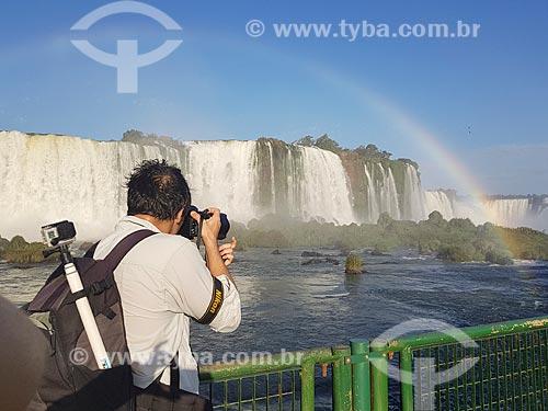 Fotógrafo no mirante do Parque Nacional do Iguaçu  - Foz do Iguaçu - Paraná (PR) - Brasil