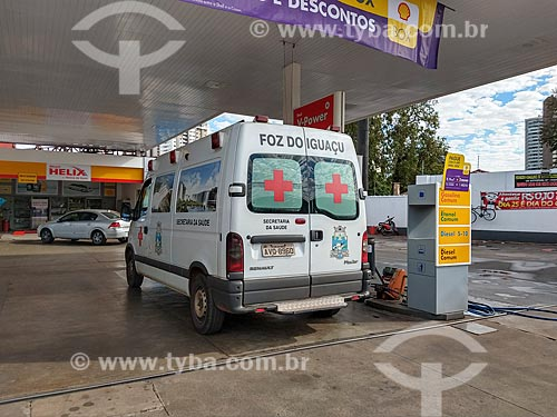 Ambulância sendo abastecida em posto de gasolina  - Foz do Iguaçu - Paraná (PR) - Brasil