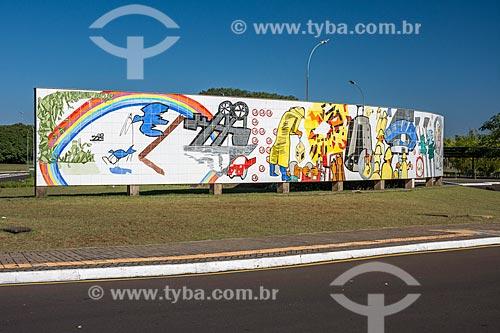 Painel do Barrageiro (1998) de Poty Lazzarotto no Mirante Central de Itaipu  - Foz do Iguaçu - Paraná (PR) - Brasil