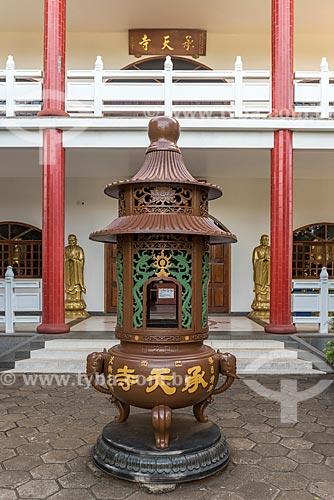 Incensário no Centro Budista Chen Tien  - Foz do Iguaçu - Paraná (PR) - Brasil