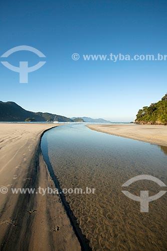 Foz de rio na orla da Praia de Dois Rios  - Angra dos Reis - Rio de Janeiro (RJ) - Brasil