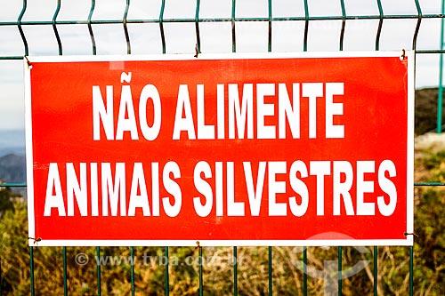 Placa indicando a proibição de alimentar os animais no mirante da Serra do Rio do Rastro  - Bom Jardim da Serra - Santa Catarina (SC) - Brasil