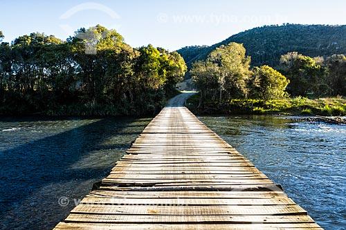 Ponte de madeira sobre o Rio Canoas  - Urubici - Santa Catarina (SC) - Brasil