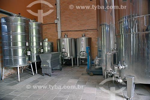Tanques de aço inoxidável para fermentação de vinho na Vinícola Torcello  - Bento Gonçalves - Rio Grande do Sul (RS) - Brasil