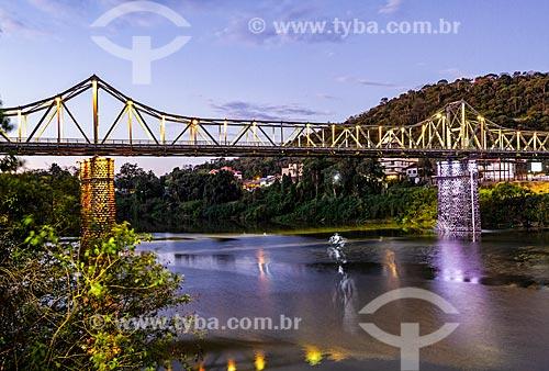 Vista da Ponte de Ferro (Ponte Aldo Pereira de Andrade) sobre o Rio Itajai-Açu durante o entardecer  - Blumenau - Santa Catarina (SC) - Brasil