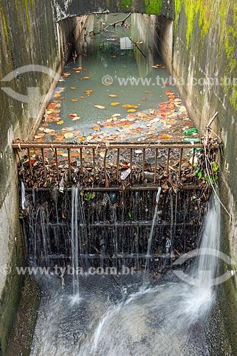 Trecho canalizado e poluído do Rio Carioca  - Rio de Janeiro - Rio de Janeiro (RJ) - Brasil