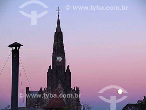 Vista da Paróquia de Nossa Senhora de Lourdes - também conhecida como Catedral de Pedra - durante o pôr do sol  - Canela - Rio Grande do Sul (RS) - Brasil